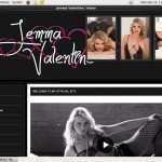 Jemma Valentine With Discover Card